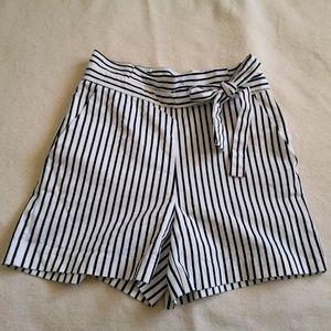 Stripped high waist shorts